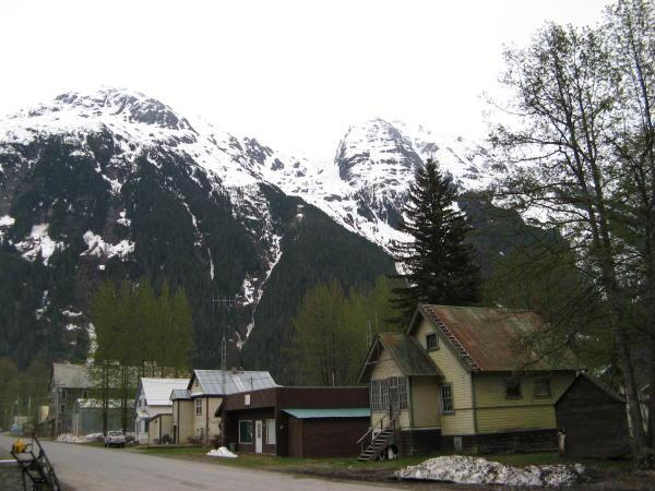 A picture of some nicer homes in Stewart